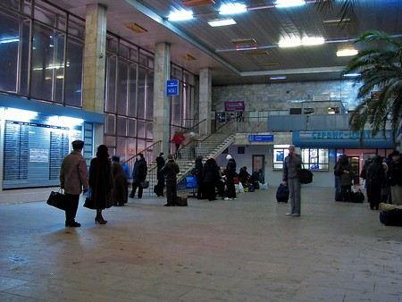 Жители России возмущены тем, что РЖД прекратила продажу билетов на поезда, которые отправляются после 26 октября.