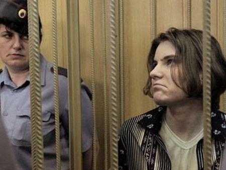 Екатерина Самуцевич из Pussy Riot отказалась от адвокатов Фейгина, Волковой и Полозова прямо в зале суда.