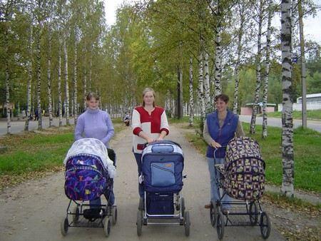 Министр труда Максим Тополин доложил о том, что в России растет рождаемость и падает смертность.