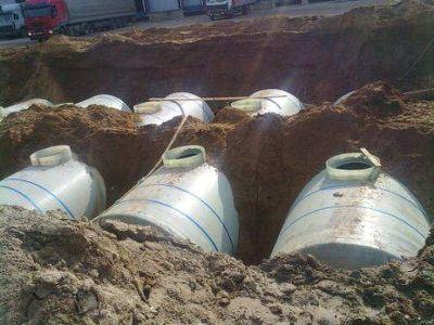 Емкость для дизельного топлива из стеклопластика представляет собой цилиндрическую емкость с патрубками для...