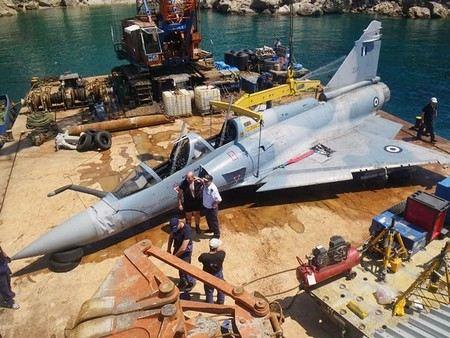 Во франции разбился многоцелевой истребитель «Мираж-2000», пилот погиб.