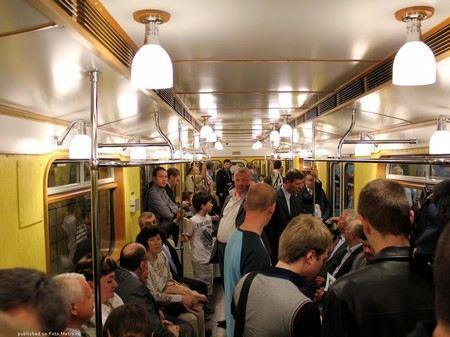 В Московском метро Wi-Fi появится в поездах всех линий. Оборудование начнут устанавливать уже в начале 2013 года.