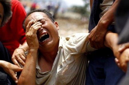 На юге Китая в провинции Юньнань селевой поток обрушился на школу. Погибли 18 человек.