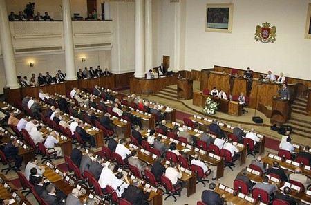 В Грузии начинаются переговоры о передаче власти. Об этом сегодня заявил секретарь совета по национальной безопасности.