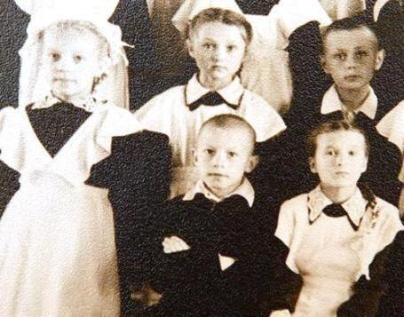 С детства Николай Азаров - первый парень на деревне