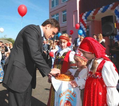 Владимир Груздев на открытии детского сада в поселке Товарковский Богородицкого района Тульской области