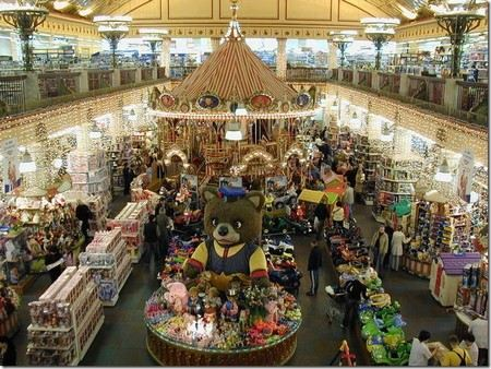 Переговоры об аренду легендарного магазина игрушек и детских товаров «Детский мир» в Москве ведет британская компания Hamley`s.