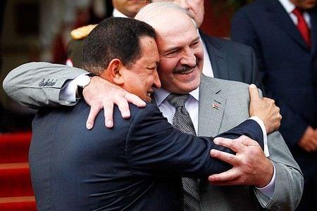 Президент Белоруссии Александр Лукашенко заявил о том, что не спал всю ночь, переживая о коллеге Уго Чавесе.