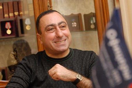 Звезда «Кривого зеркала», юморист Карен Аванесян попал в реанимацию.