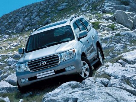 Из-за дефектов в стеклоподъемнике на водительской двери Toyota отзывает 7,4 млн автомобилей по всему миру.