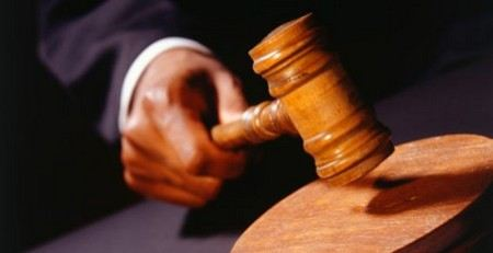 Свердловский областной суд приговорил двоих полицейских к восьми годам строго режима за то, что они покровительствовали педофилу.