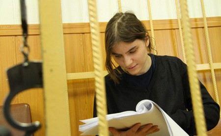 Мосгорсуд изменил наказание для Екатерины Самуцевич из Pussy Riot с реального срока на условное и испытательным сроком в 2 года