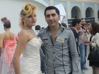 Э. Геогджаян со своей моделью