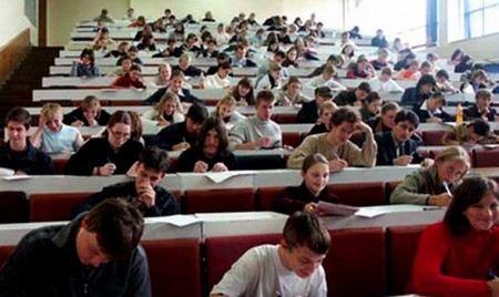Дмитрий Медведев заявил, что на образование в России в ближайшие 3 года будет выделено 8 трлн рублей.