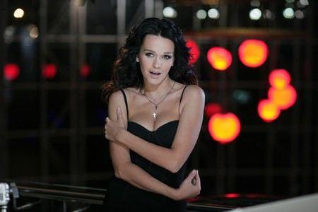 Поклонники певицы Славы увидели признаки беременности. Анастасия Славневская может стать многодетной матерью.