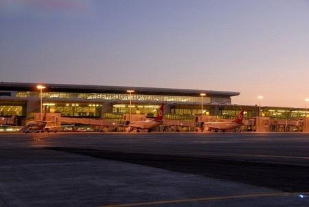 Российский МИД заявил, что турецкие власти поставили под угрозу жизнь и безопасность россиян, когда заставили гражданский самолет совершить посадку в Анкаре.