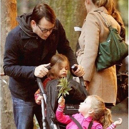 Муж Сары Джессики Паркер Мэтью Бродерик занимается воспитанием троих детей.
