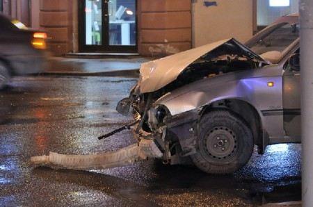 На проспекте Стачек в Санкт-Петербурге женщина сбила троих школьниц на пешеходном переходе.