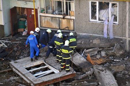В Екатеринбурге на втором этаже жилого девятиэтажного дома произошел хлопок газа с последующим возгоранием.