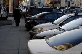 С улиц исчезнут «парковщики» в оранжевых жилетах
