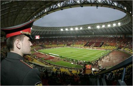 Матч сборной России и Азербайджана, который пройдет сегодня в Лужниках будут обслуживать 2,6 тыс. полицейских.