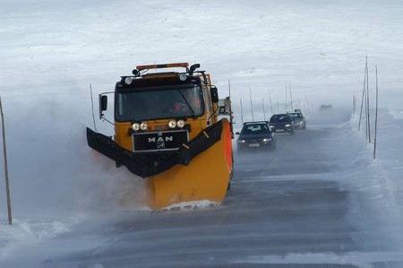 В Москве закупили 116 тонн нового реагента для обработки дорог в зимний период. Он экологически более безопасен.