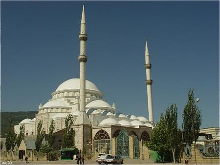 В столице Дагестана Махачкале в мечети был задержан полицейскими двукратный олимпийский чемпион по вольной борьбе Мавлет Батиров