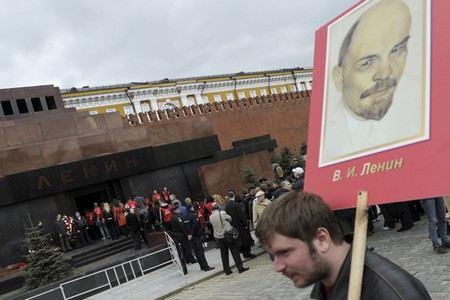 Продюсер Иосиф Пригожин заявил, что готов потратить личные деньги на похороны Ленина и даже купить ему памятник.