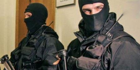 Сергей Удальцов вызвал полицию, когда следователи и спецназ пришли к нему с обыском.