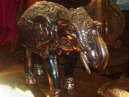 В Индии в штате Мадхья-Прадеш в городе Рева ограблен королевский музей. Ущерб составил 100 млн долларов.