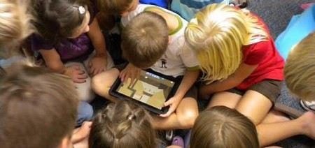 В Челябинской области Министр образования Кузнецов провел переговоры с представителями Apple об обучении школьников при помощи планшетных компьютерам.