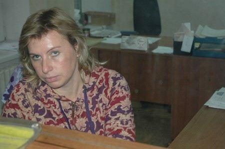 На Украине в Днепропетровске сотрудница почты присвоила кофту, которую заказала в интернете беременная женщина, и надела ее на работу.