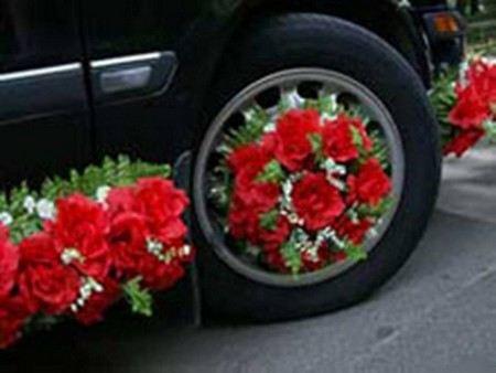 В Ростове-на-Дону водитель на Мерседесе протаранил свадебный кортеж.