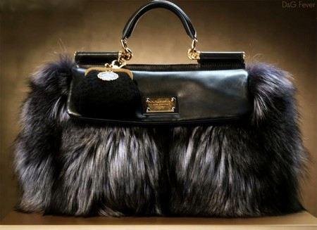 В певца Шуры (Александра Медведева) грабители украли почти пустую, но дорогую сумочку.