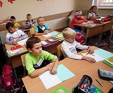 Гоша Захаров (в зеленой футболке) с трех лет тянется к знаниям