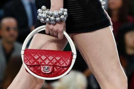 Новая сумка от маэстро Карла Лагерфельда шокировала даже бывалых модников