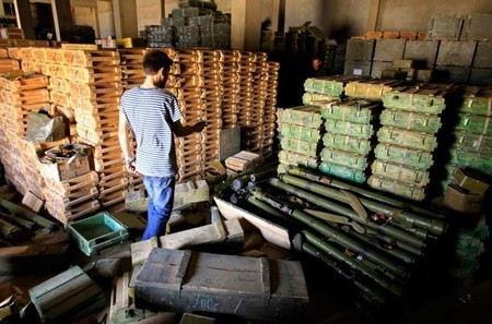Заместитель министра обороны Булгаков заявил о многократном сокращении количества хранилищ боеприпасов.