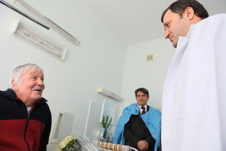Михай Волонтир выписан из онкологического института и отправлен на долечивание в другую больницу.