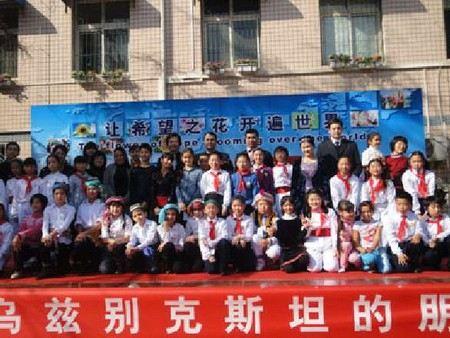 В Китае школьный работник получил год тюрьмы за то, что дал звонок на 4 минуты и 48 секунд раньше положенного времени.