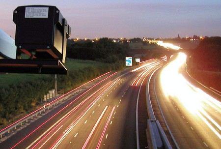 Фото- и видеорегистрация нарушений правил дорожного движения появится во всех регионах России до 2020 года.