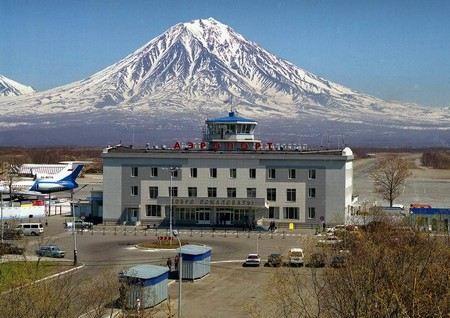 Пассажиров и сотрудников аэропорта в Петропавловске-Камчатском эвакуировали из-за звонка о бомбе.