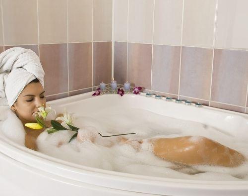 Теплая ванна поможет справиться с одиночеством