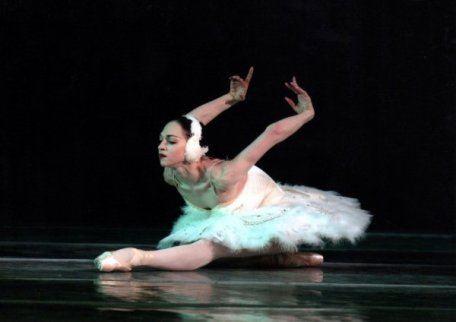 Красивые танцы - это не только искусство и техника исполнения - это надежный пол под ногами
