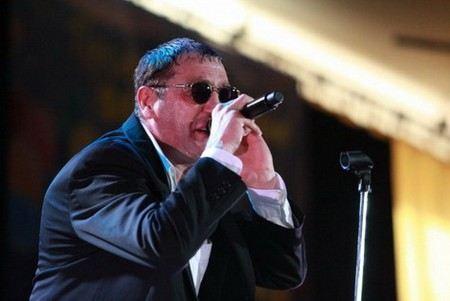 Григорий Лепс во Владивостоке рассказал о своей болезни, показал музыкальную форму и заявил, что думает о журналистах НТВ