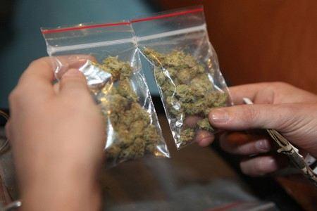 В столице Голландии Амстердаме вновь разрешили в кофешопах курить марихуану иностранным туристам