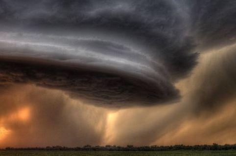 Циклон лежит в основе искусственного дождя