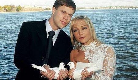 Российская певица Татьяна Буланова рассталась со своим вторым мужем Владиславом Радимовым.