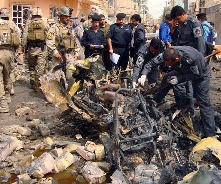 В 20 км от столицы Ирака Багдада рядом с военной базой Таджи террорист смертник устроил взрыв, 27 погибли, еще 50 ранены.