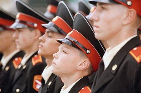 Блогеры оценили решение Шойгу вернуть суворовцев и нахимовцев на Парад Победы.