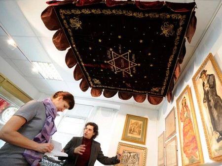 На открытие Еврейского музея в Москве Владимир Путин отправил поздравительную телеграмму, в которой заявил об опасности отрицания холокоста.